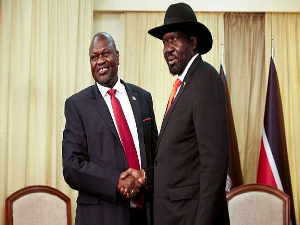 Rivals Riek Machar (L) and President Salva Kiir have until 12 November 2019 to form a unity govt