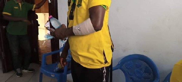 Berekum Chelsea fans beat Ebusua Dwarfs coach as they suspected him of carrying juju