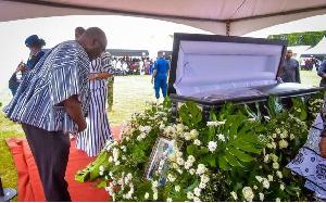 Dr. Mahamudu Bawumia, Vice President paying his last respect