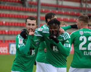 Ghanaian winger, Ernest Agyiri with his teammates