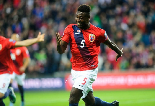 Alexander Tettey scores for Norway against Italy