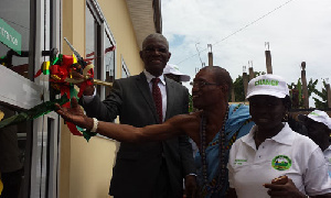 Minister of Lands and Natural Resources, Nii Osah Mills (in suit)