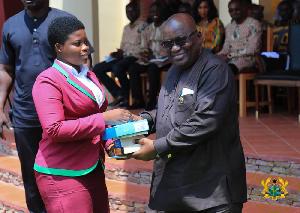 President Nana Addo Dankwa Akufo-Addo presenting an award to a student