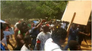 The swift intervention of armed military and policemen averted a bloodbath