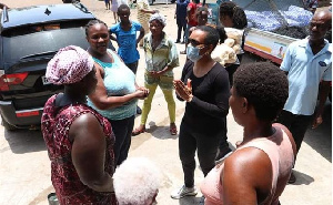 Dr Zanetor Agyeman-Rawlings distributed loaves of bread, bags of sachet water and chocolate powder