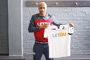Andre Ayew Swan New