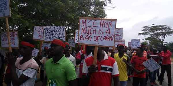 Jomoro NPP executives have accused the MCE of mismanagement of funds