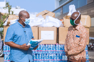 John Mahama presenting PPEs and other materials to officials at Ridge Hospital
