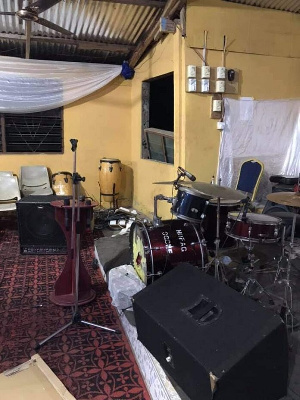 The items stolen were bass amps, keyboard, guitar, audio link among others