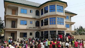 Residents stormed the hotel in search of the suspected group of Nigerians lodging there
