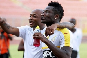 Asamoah Gyan Pledges To Support Dede Ayew