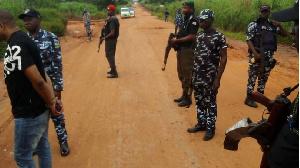 Armed Nigerian policemen | File foto