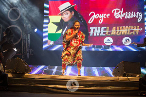 Joyce Blessing performing at Zylofon Media and Menzgold concert in Nigeria