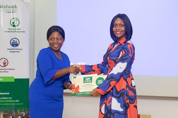 Elizabeth Victoria Amanor (right) receiving the award from Databank Foundation Board Member