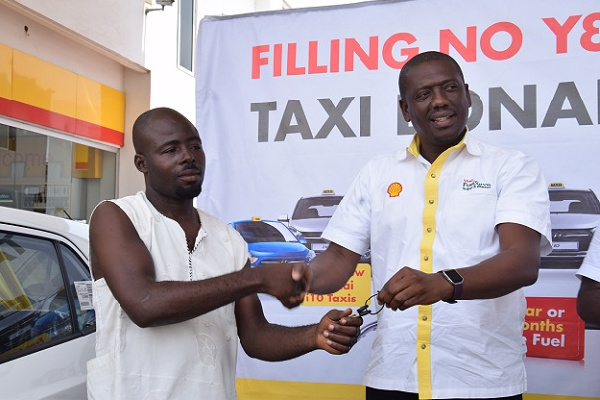 Mr. Kwame Ackah (right), Retail Manager of Vivo Energy Ghana presenting the car key to the winner