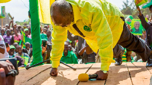 John Magufuli does his famous push-ups during the 2020 election campaigns. PHOTO   PSCU