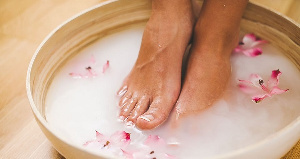 Loreal Paris Article How To Do A Foot Detox And Help Smelly Feet M