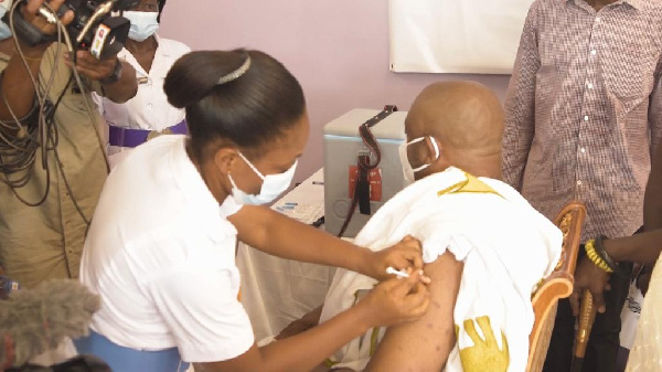 Ga Mantse takes coronavirus vaccine
