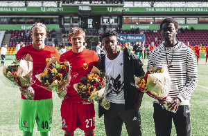 Kudus and his colleagues were presented with bouquets
