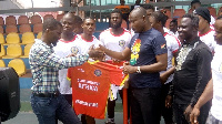 Yussif Chibsah presenting the kits to GAF President Charles Osei Assibey