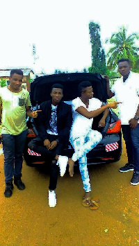Kofi Kinaata with his friends