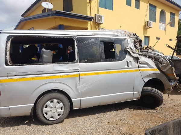 Commercial bus driver knocks robbers. 6