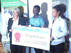 Nii Okai Koi Adjaidoo receiving his award
