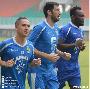 Essien trained with his teammates at the Pakansari Stadium on Friday morning
