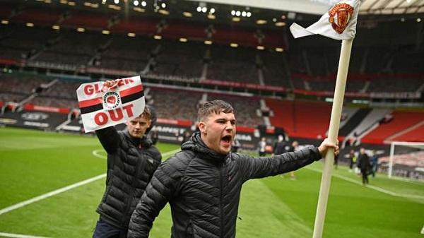 Man Utd v Liverpool postponed after protests