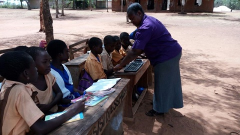 Avorvi D /A Primary School pupils study under trees