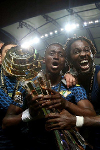 Emmanuel Boateng celebrates with the Portuguese League Cup trophy