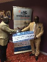 Mr Andoh(L) receiving the dummy cheque from CFA, Mr Adu-Poku