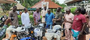 John Kofi Donyinah making the donation
