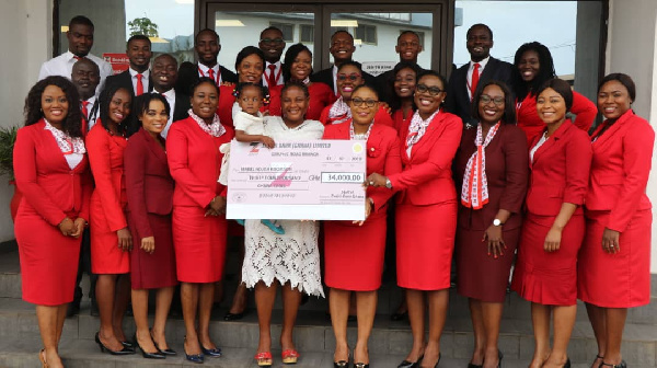 Mabel Adjoa Koomson flanked by some staff of Zenith Bank