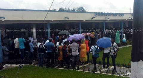 Some parents in queue to register their wards