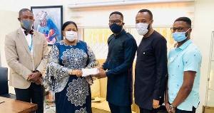 Rebecca Akufo-Addo presenting the cash to the artist's team