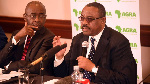 Board Chair of AGRA, former Ethiopian Prime Minister Hailemariam Desalegn (r) addressing journalists