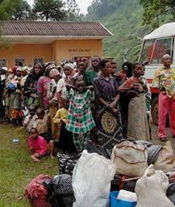 Democratic Republic of Congo citizens leaving Cabinda