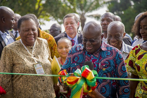 President Akufo-Addo cutting the tape for the launch of the Ghana Radio Astronomy Observatory