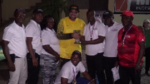 President of Ghana minigolf federation presenting the trophy to the winner Forbes club