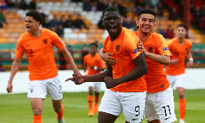 Brian Brobbey with some team mates