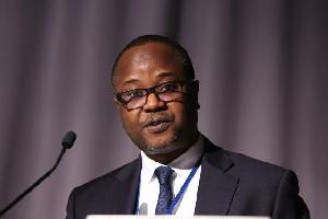 Dr Maxwell Afari1