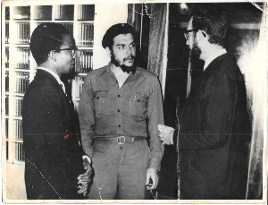 Fifi Hesse (left) photographed in Accra with Ernesto Che Guevara of Cuba (C) in 1965