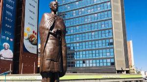 Zimbabwe presido unveil di statute of 19th century war hero, Charwe Nyakasikana