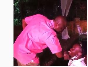 Ibrahim Mahama having the covid elbow greetings with Shatta Bandle