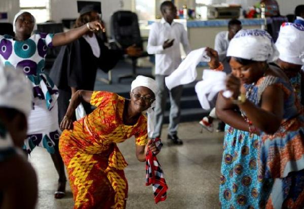 Coronavirus defied: Hundreds keep vigil to usher in New Year