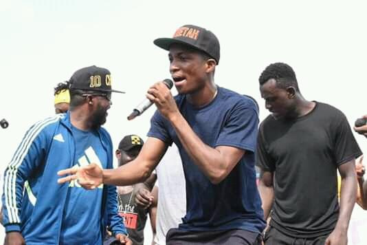 Fans fall in love as Kofi Kinaata drops 'Things Fall Apart' video