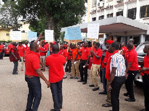 PUWU members demonstrate to protect and defend their interest