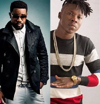 Sarkodie (L) and Stonebwoy (R)