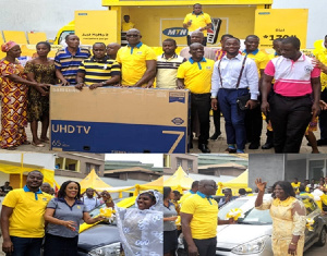 Officials of MTN giving the rewards to the beneficiaries